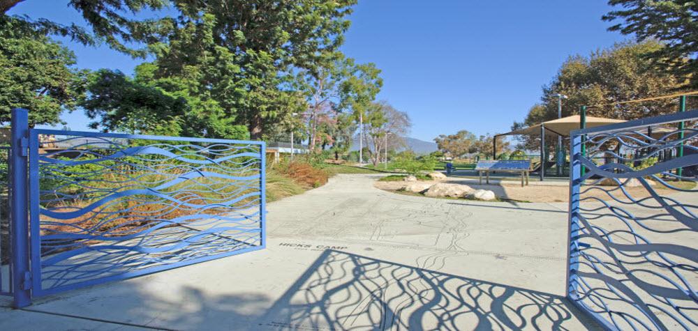 rio-vista-gate